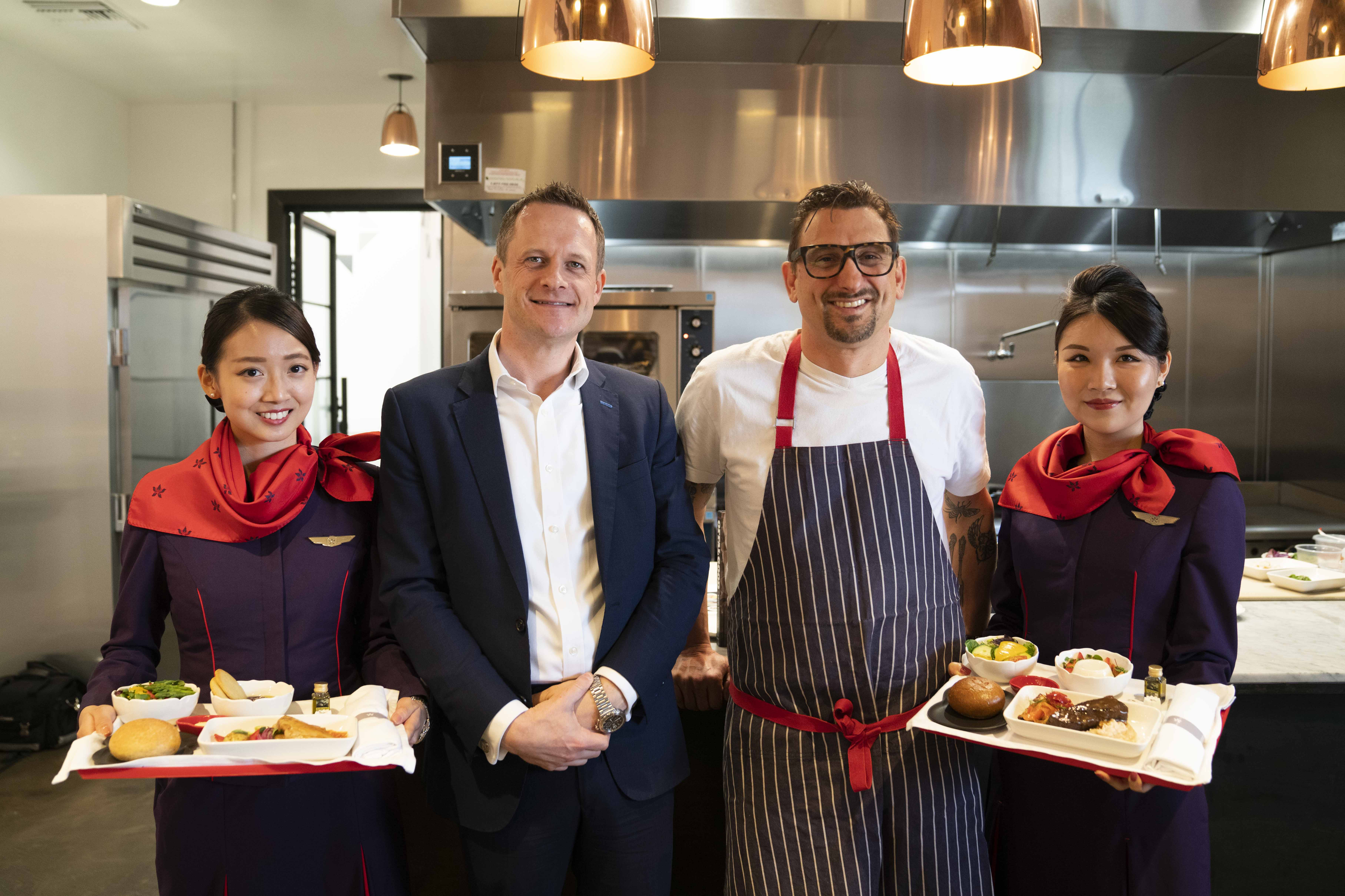 (Second from Left) Mr Chris Birt, Hong Kong Airlines Director of Service Delivery, and Chef Chris Cosentino