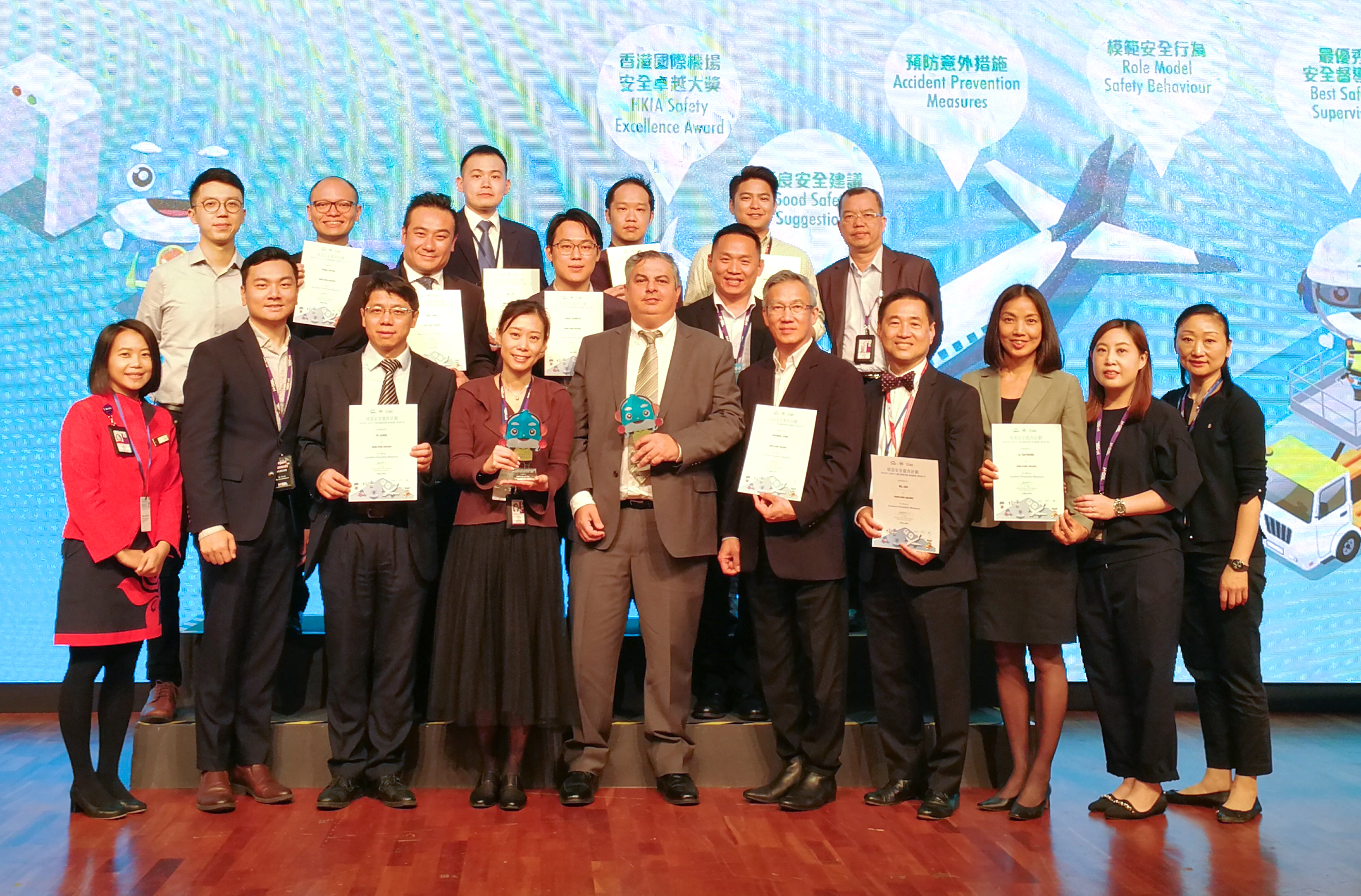 Hong Kong Airlines wins HKIA safety awards JS