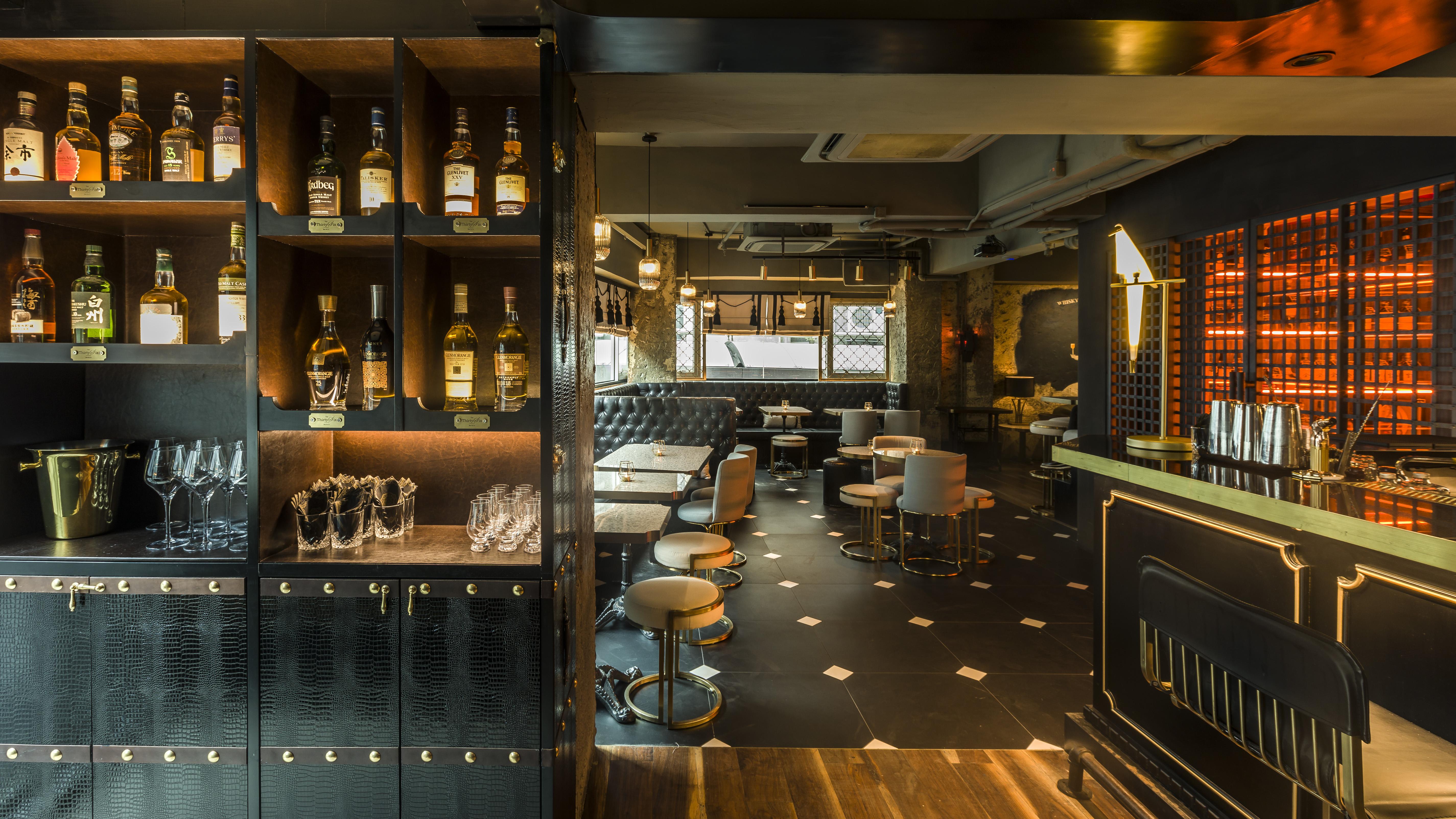 The ThirtySix Interior - Trunk Bar